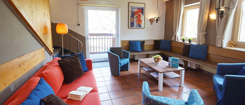 Chalet Linda, Kitzbühel, Austria - lounge area.jpg